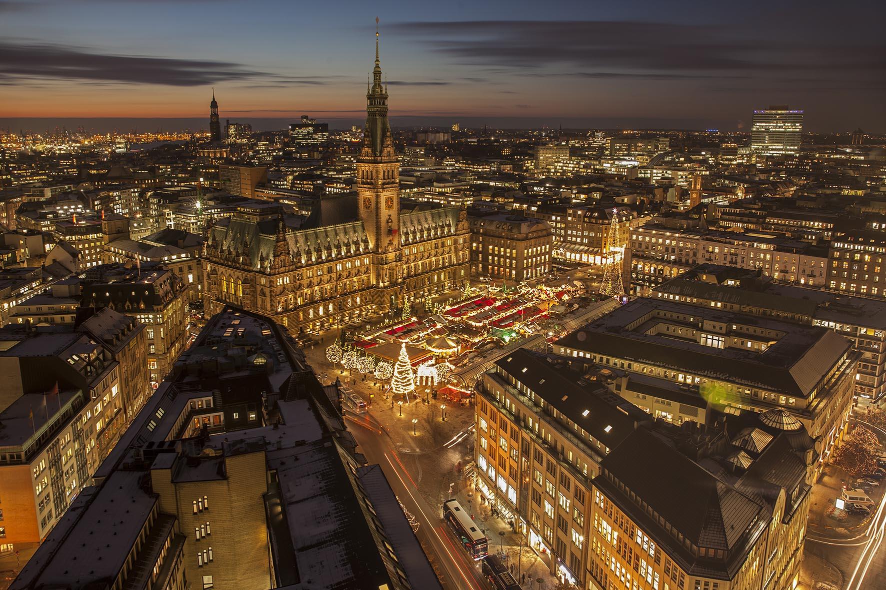 Weihnachtsmarkt Hamburg Heute Geöffnet.Hamburger Weihnachtsmarkt Circus Roncalli Jubiläum